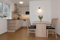 kleinwalsertal-fewo-apartmenthaus-ahorn-wohnkueche